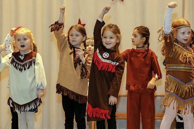 Tanzen, turnen und toben für den heiligen Nikolaus