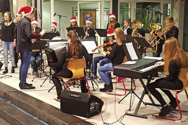 Melodien und Theater im Advent