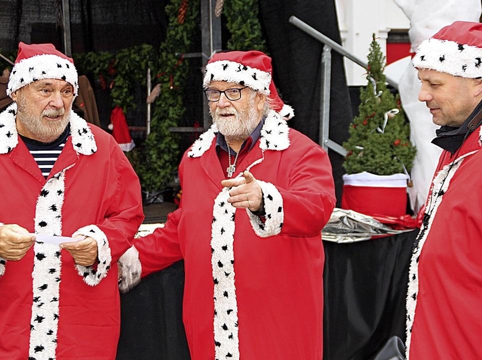 An Weihnachtsmännern herrschte kein Ma...en Programm und Unterhaltung geboten.   | Foto: Gerd Leutenecker
