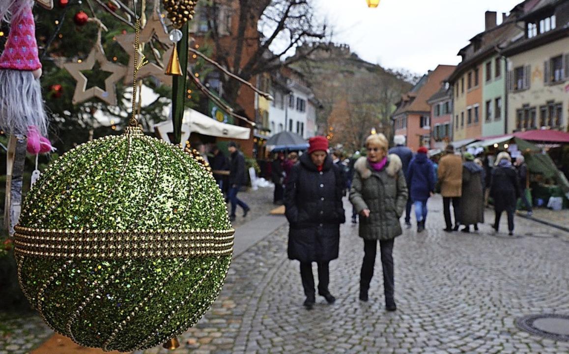 Auch 2018 im Zeichen der Burg: Weihnachtsmarkt     Foto: Gabriele Hennicke