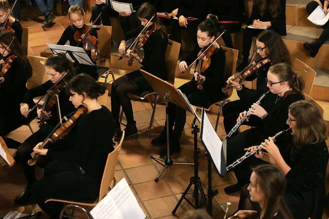 Das Orchester des Clara-Schumann-Gymnasiums  | Foto: Christoph Breithaupt