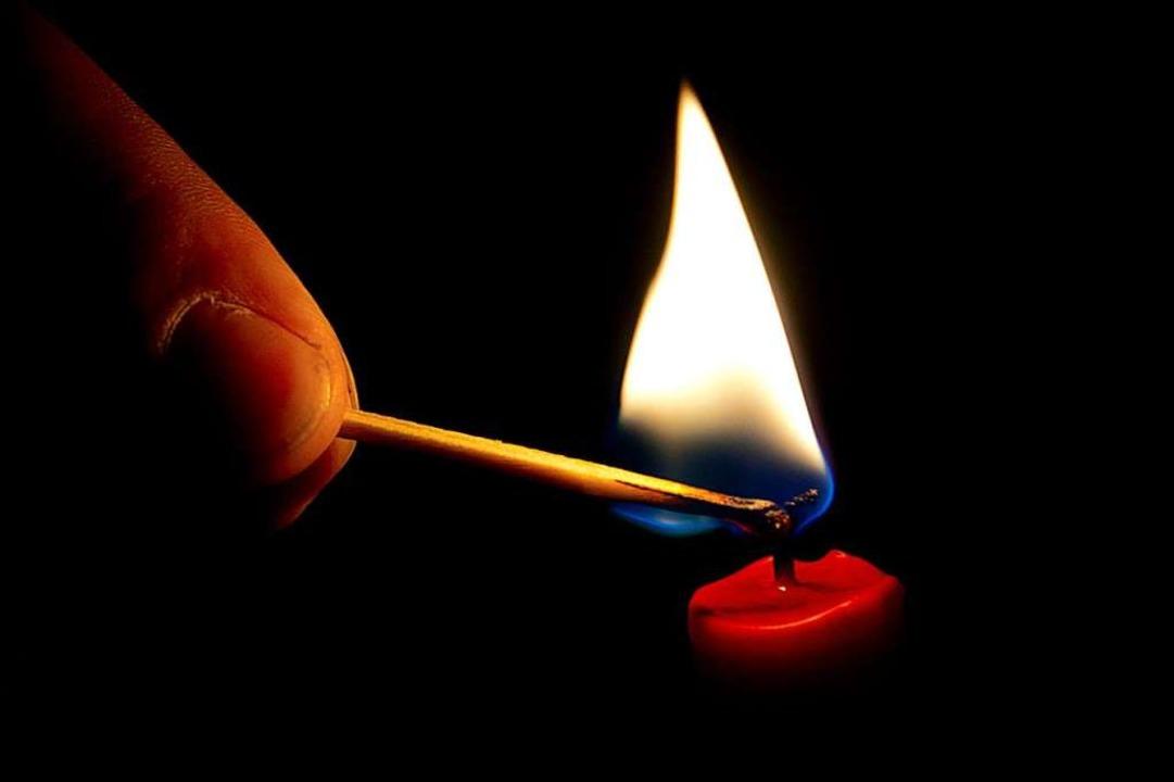 Strom weg, Kerze an    Foto: dpa-tmn