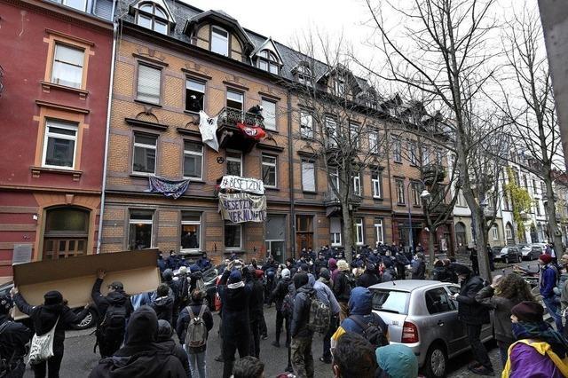 Aktivisten besetzten am Samstag leerstehendes Haus in der Guntramstraße