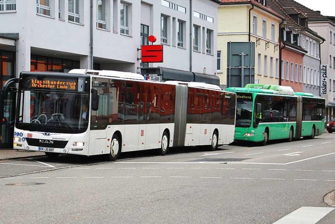 Mit dem Sonderbus gab die Südbadenbusg...VB. Die neuen Fahrzeuge sind bestellt.  | Foto: Rolf Reißmann