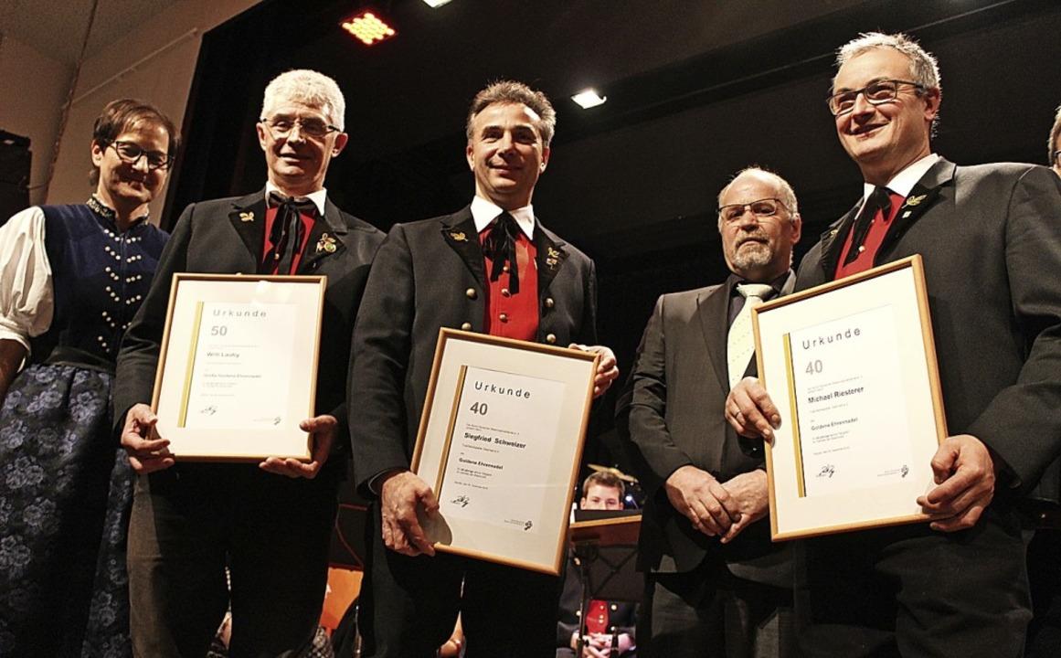 Die von den Vorsitzenden Judith Rieste...ried Schweizer (Mitte) und Willi Lauby  | Foto: Erich Krieger