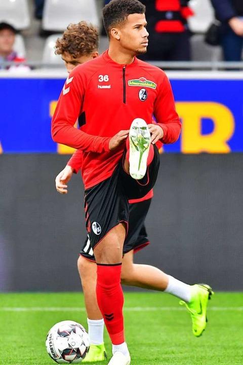 Sein Bundesliga-Debüt war für den Trai...ngt sich zusehends bei den Profis auf.  | Foto: Achim Keller