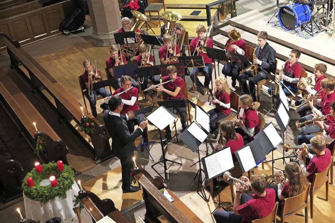 Der geballte Klang vieler Bläser: Am E...dkapelle und Hauptorchester zusammen.   | Foto: ehrlich