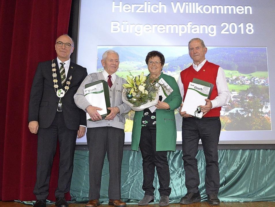 Bürgermeister Roland Tibi zeichnete im...ill und Manfred Herr (von links) aus.   | Foto: Nikolaus Bayer