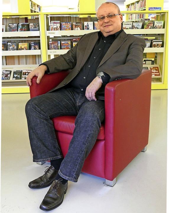 Knut-Erich Geiger in der Stadtbibliothek  | Foto: Elena Borchers