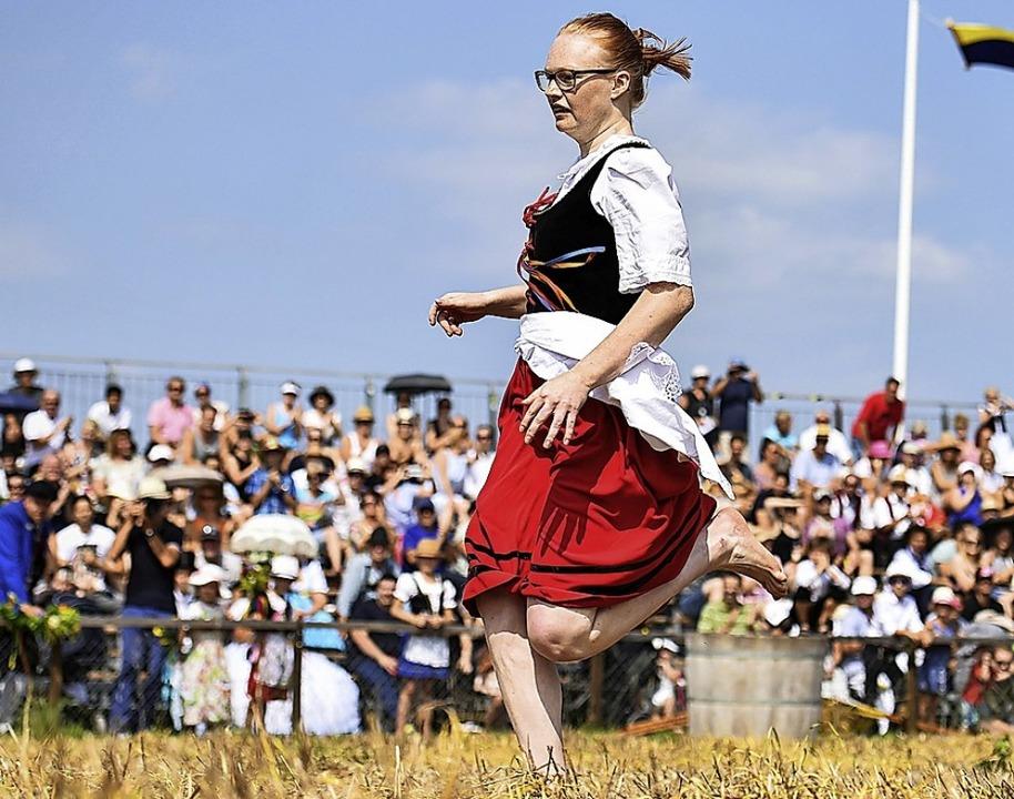 Barfuß übers Stoppelfeld: Markgröninger Schäferläuferin     Foto: dpa