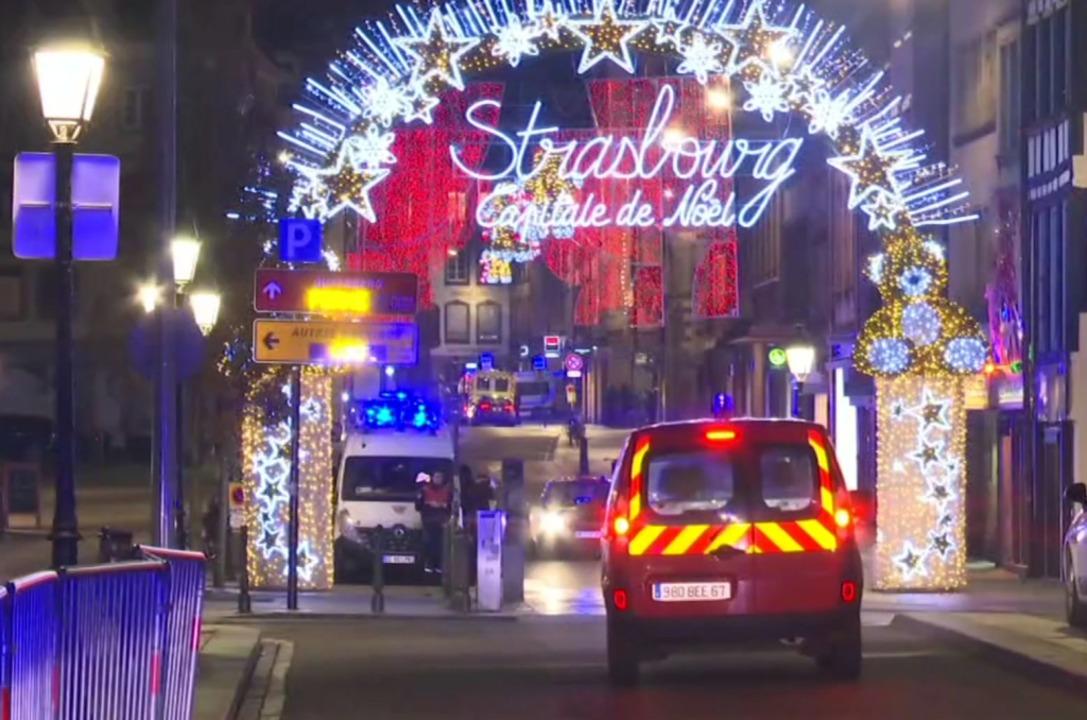 Polizeieinsatz nach Angriff auf Straßburger Weihnachtsmarkt  | Foto: dpa
