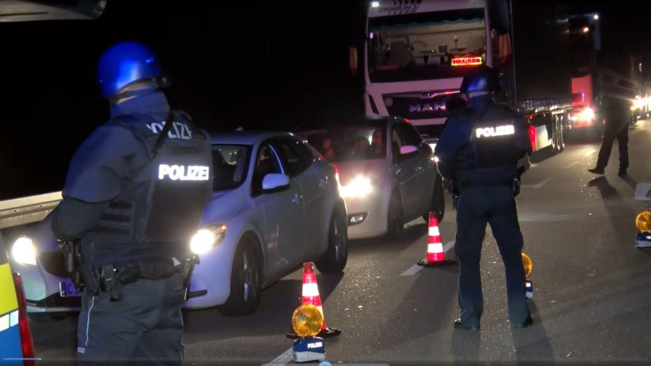 Grenzkontrollen auf der Pierre-Pflimlin-Brücke in Altenheim nach Attentat  | Foto: Wolfgang Künstle