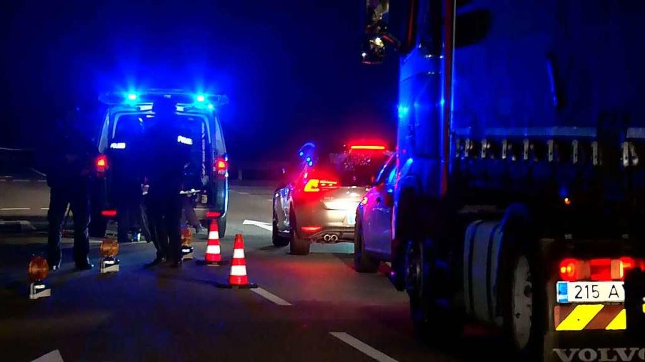 Grenzkontrollen deutscher Sicherheitsk...mlin-Brücke in Altenheim nach Attentat  | Foto: Wolfgang Künstle