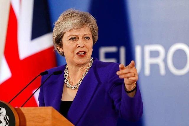Theresa May muss sich Misstrauensabstimmung im Parlament stellen