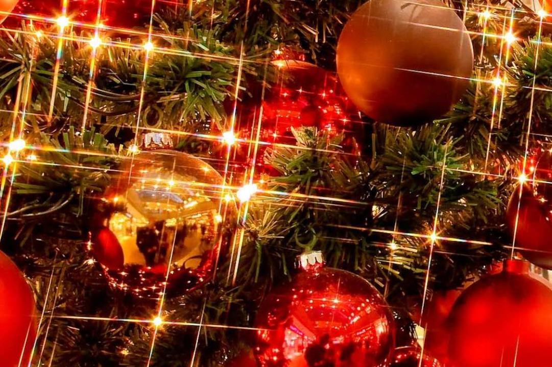 Die Weihnachtszeit steht bevor und dam...hristmas-Tattoo in Basel (Symbolbild).  | Foto: dpa