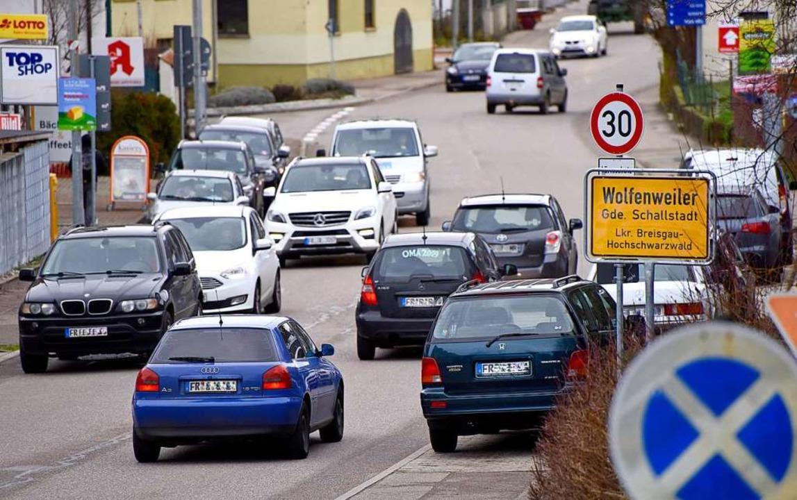 Der Verkehr fährt weiter mit Tempo 30 ...l nicht um die Gemeinde herum geführt.  | Foto: Siegfried Gollrad