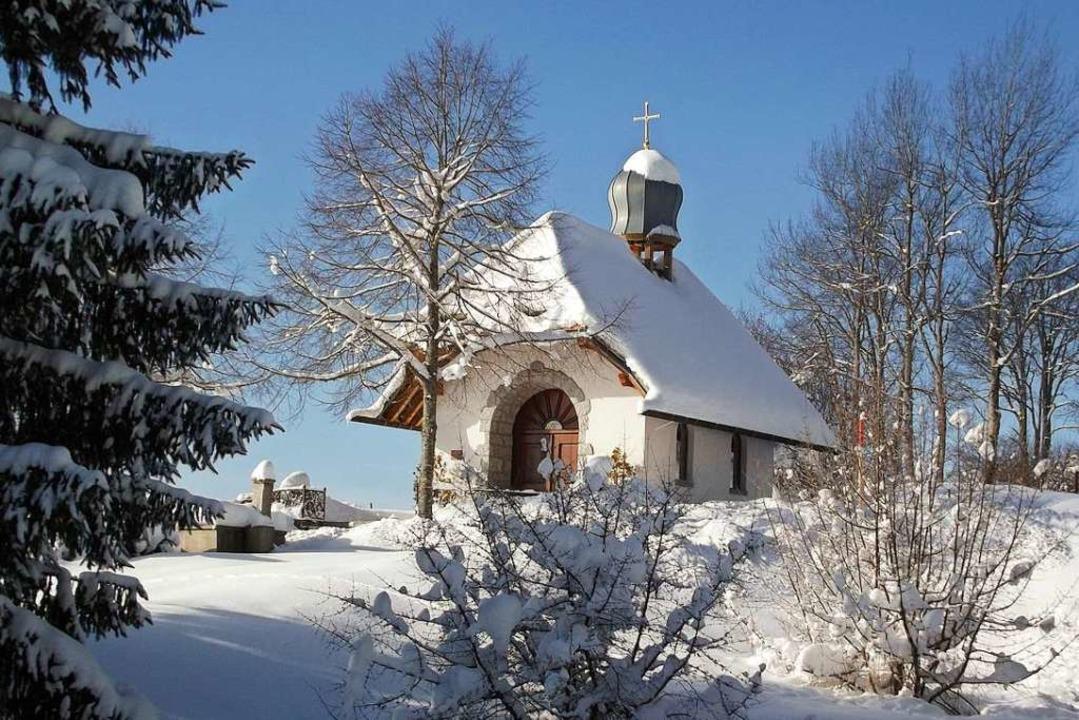 Wenn Schnee liegt, ist die Rundwanderu...pelle in Häusern ganz besonders schön.    Foto: Hochschwarzwald Tourismus GmbH