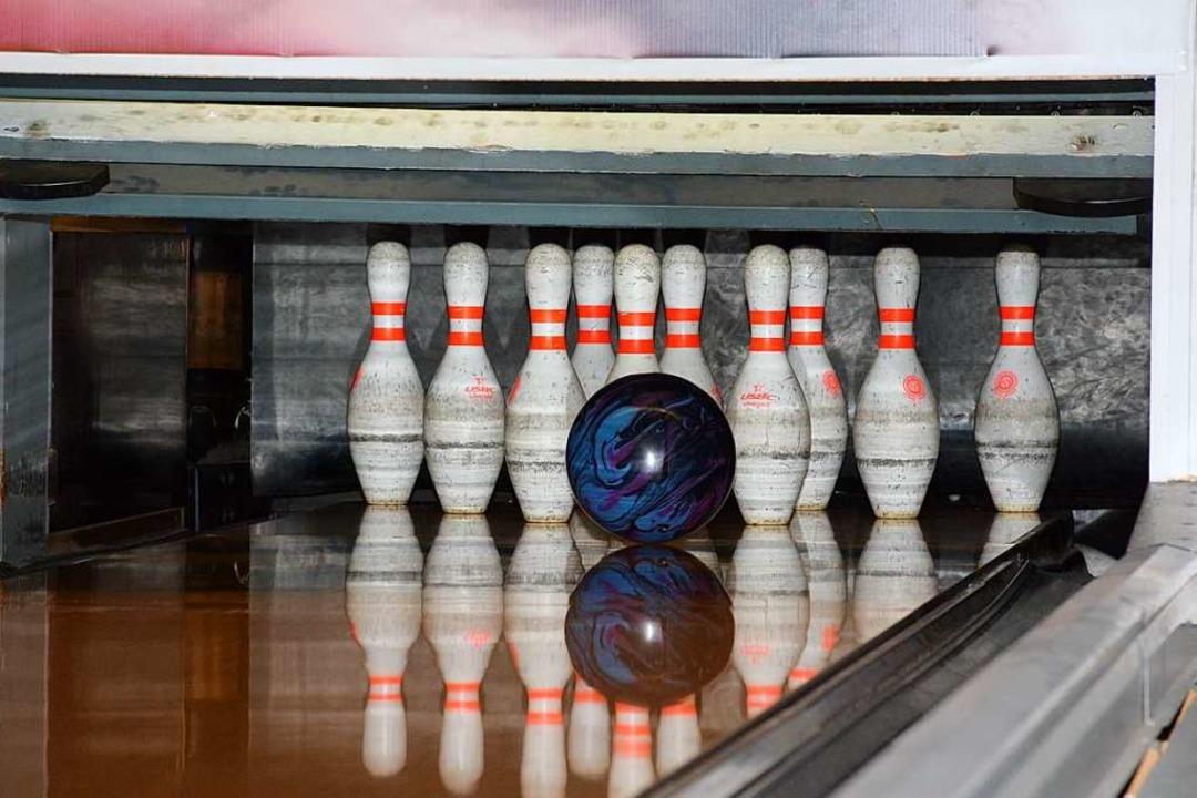 Alles auf die 10! Kraft und Geschickli... im Bowlingcenter Impulsiv in Lörrach.    Foto: Hannes Lauber