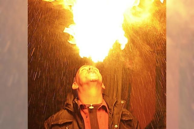 Feuershow und Lichtertanz