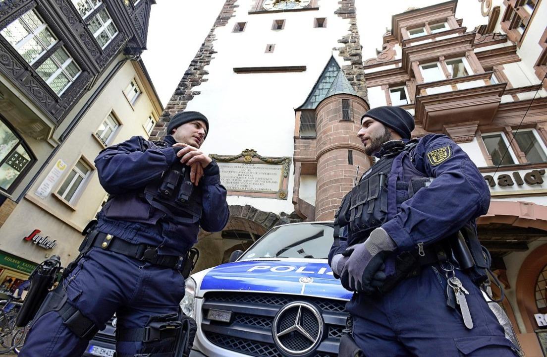 Verstärkt vor Ort war die Polizei  ges...nenstadt und auf dem Weihnachtsmarkt.   | Foto: Ingo Schneider