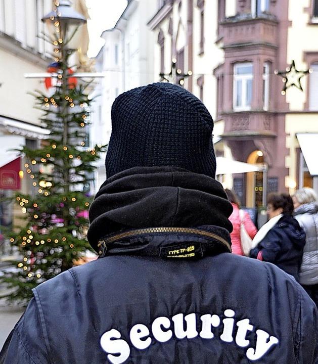 Bereits seit Jahren wird auf dem Offen... Weihnachtsmarkt Security eingesetzt.     Foto: hRö