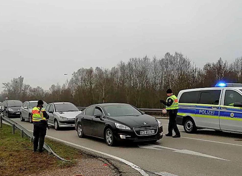 Langsam rollte der Verkehr, daher Verz... auch am Grenzübergang bei Altenheim.     Foto: ude