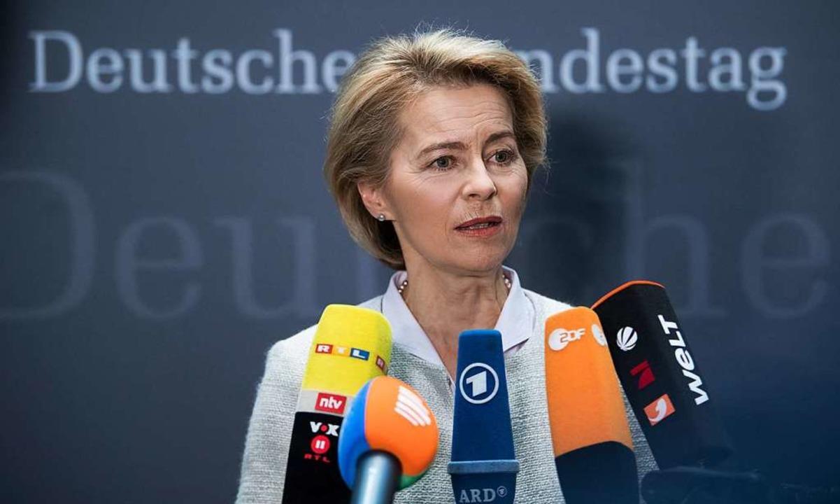 Muss umstrittene Beraterverträge des V...eriums erklären: Ursula von der Leyen   | Foto: dpa