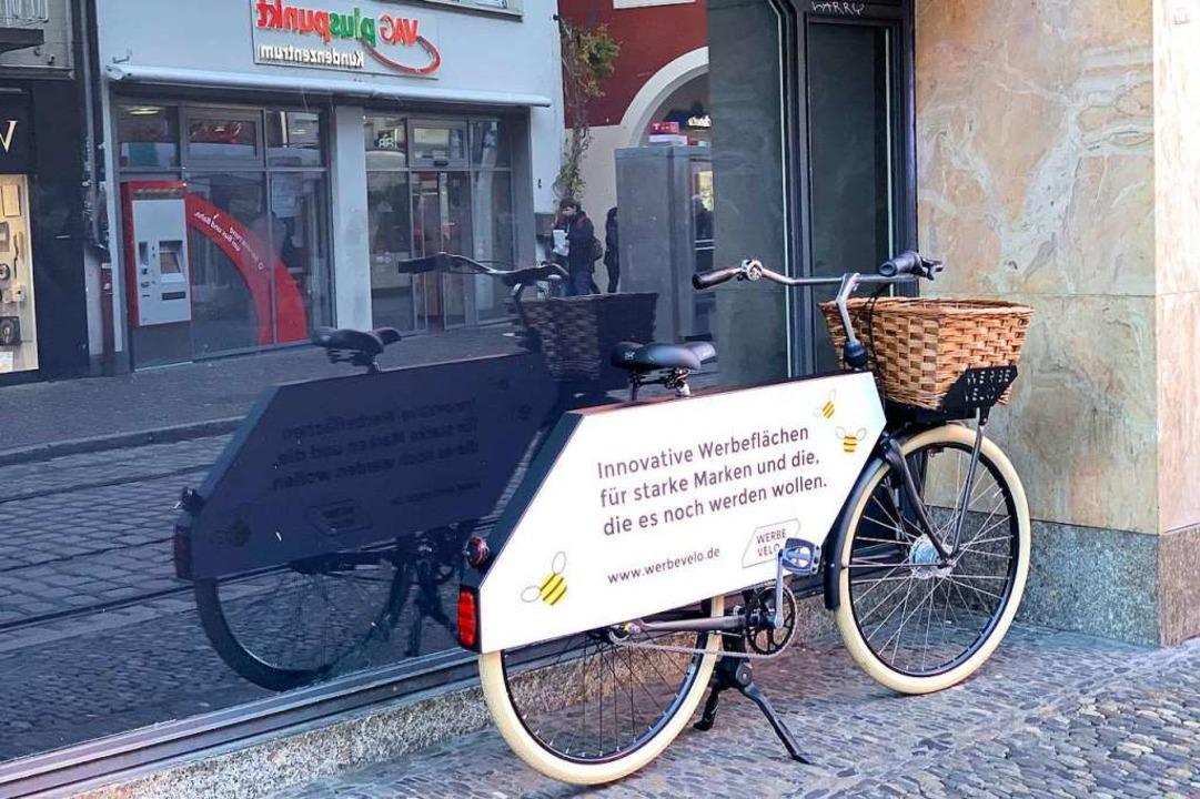 """Ein """"Werbevelo"""" an der Salzstraße in der Innenstadt     Foto: Peter Sliwka"""