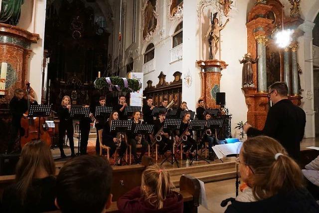 Junge Musiker des Scheffelgymnasiums füllen das Fridolinsmünster