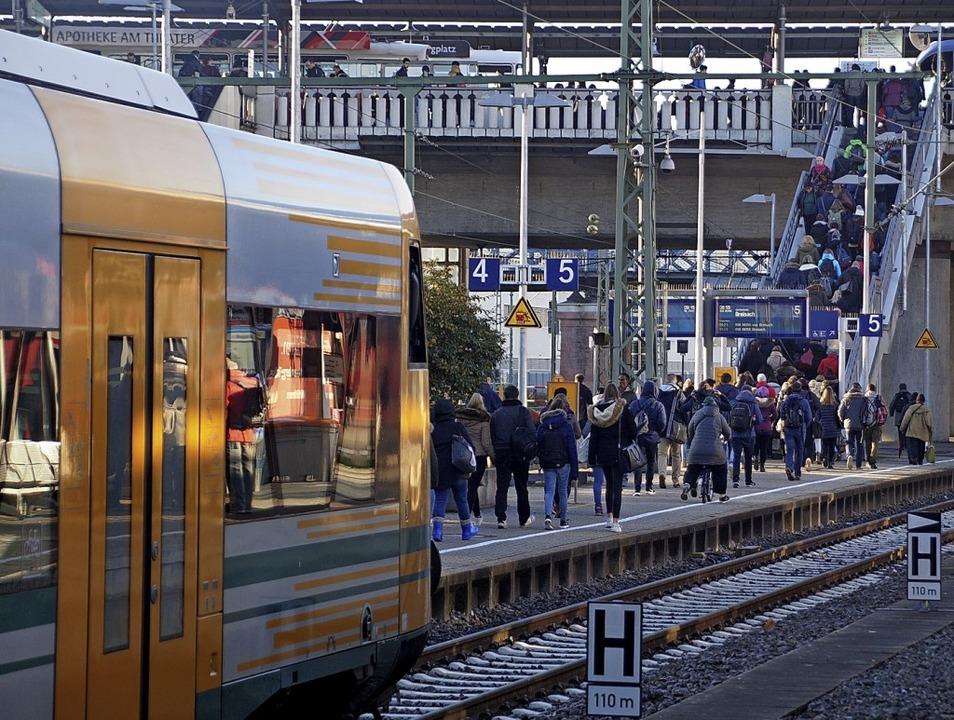 Drehkreuz der Breisgau-S-Bahn: der Hauptbahnhof Freiburg  | Foto: Wolfrum