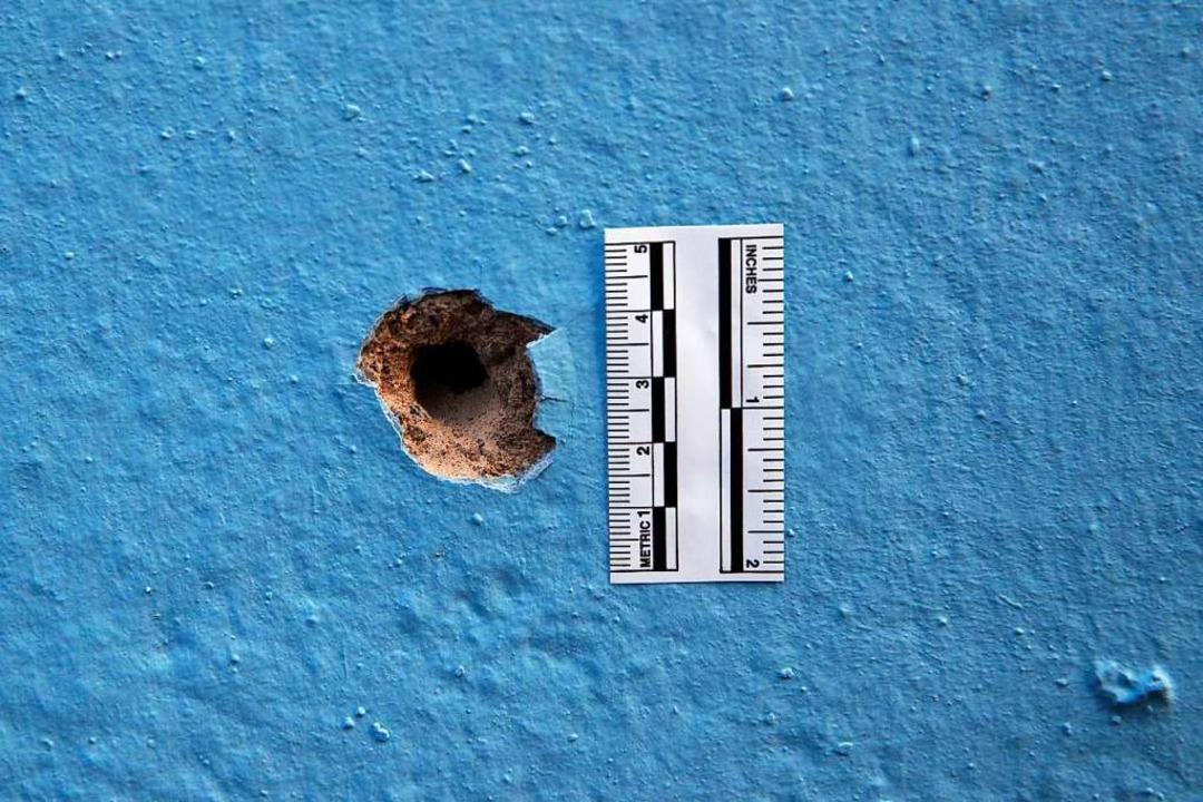 Am Tatort in Straßburg haben Ermittler akribisch die Spuren gesichert.  | Foto: dpa