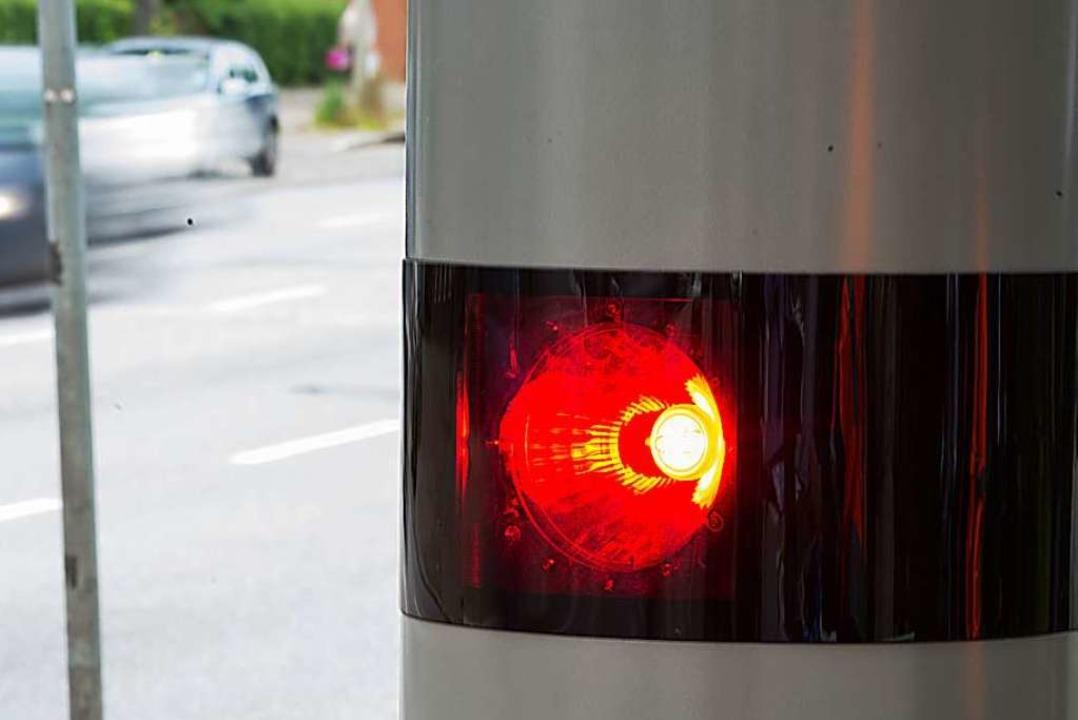 Im Landkreis Lörrach wird es an Bundes...stationäre Blitzer geben (Symbolbild).  | Foto: dpa