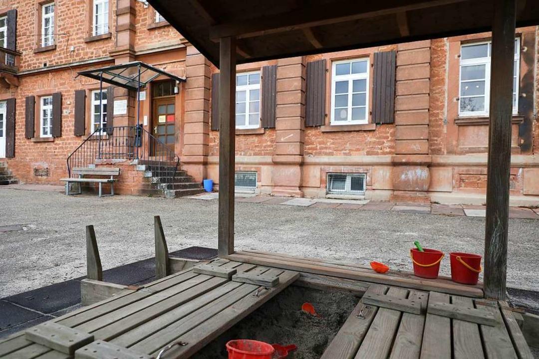 Im Reichswaisenhaus ist noch die Kita ... Bald sollen hier Wohnungen entstehen.  | Foto: Christoph Breithaupt