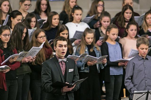 Adventssingen mit 200 Mitwirkenden des Schiller-Gymnasiums in Offenburg