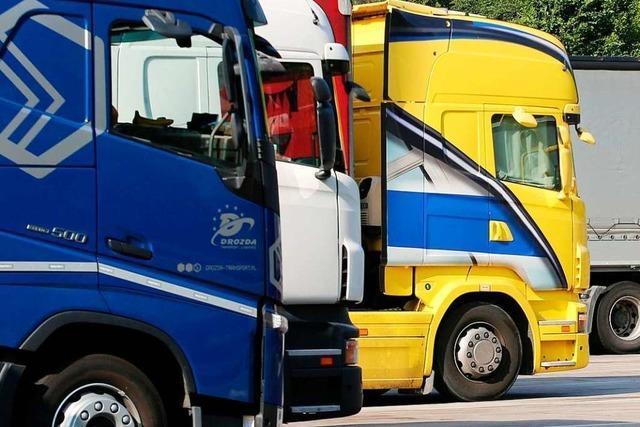 Lkw-Fahrer in Binzen hat sich beim Beladen schwer verletzt