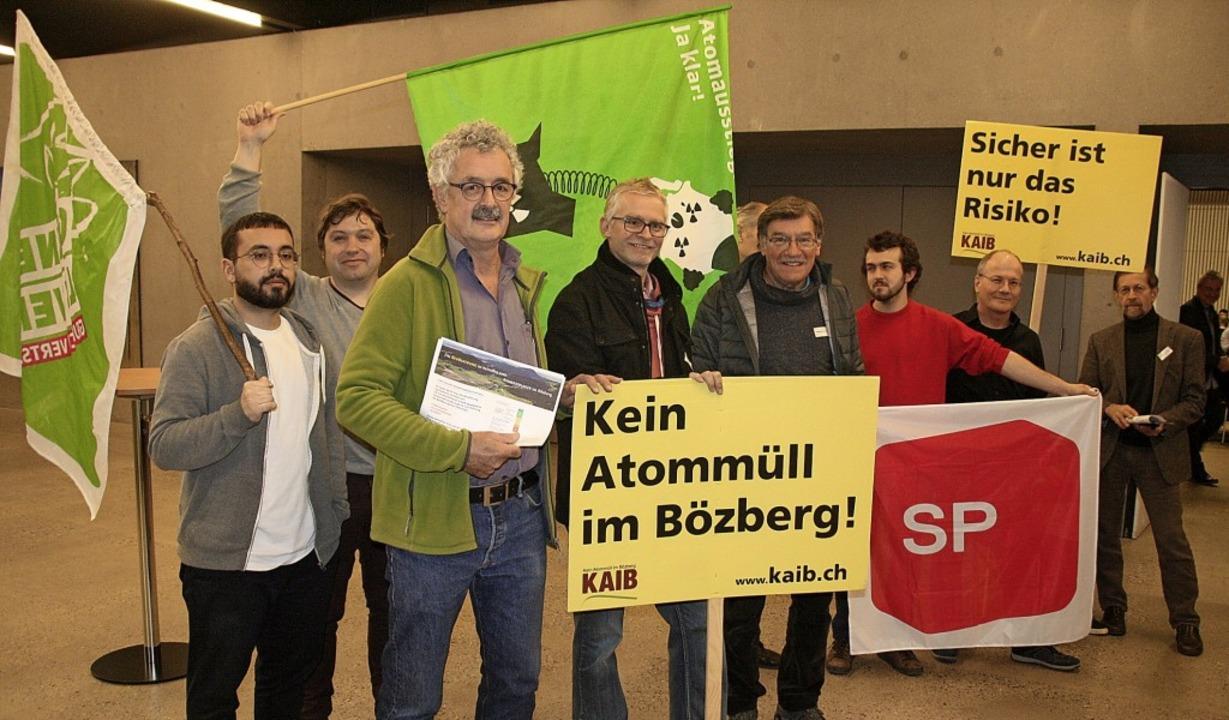 Mitglieder verschiedener Organisatione...) und Hans-Eugen Tritschler (rechts).   | Foto: Peter Schütz