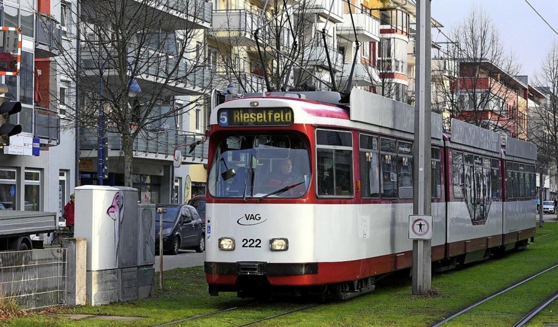 Die Zukunft der Straßenbahnanbindung v... heiß diskutierten Themen des Abends.   | Foto: Thomas Kunz