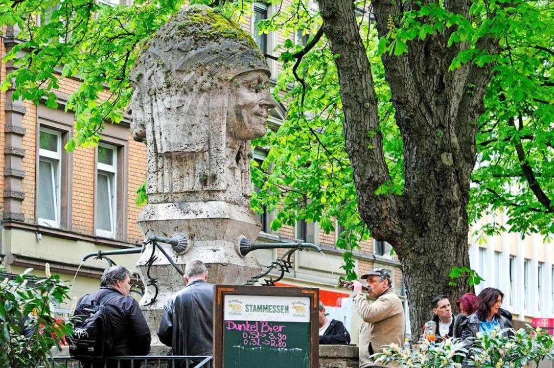 Am Indianerbrunnen treffen sich viele zum Trinken.  | Foto: Stefan Jehle