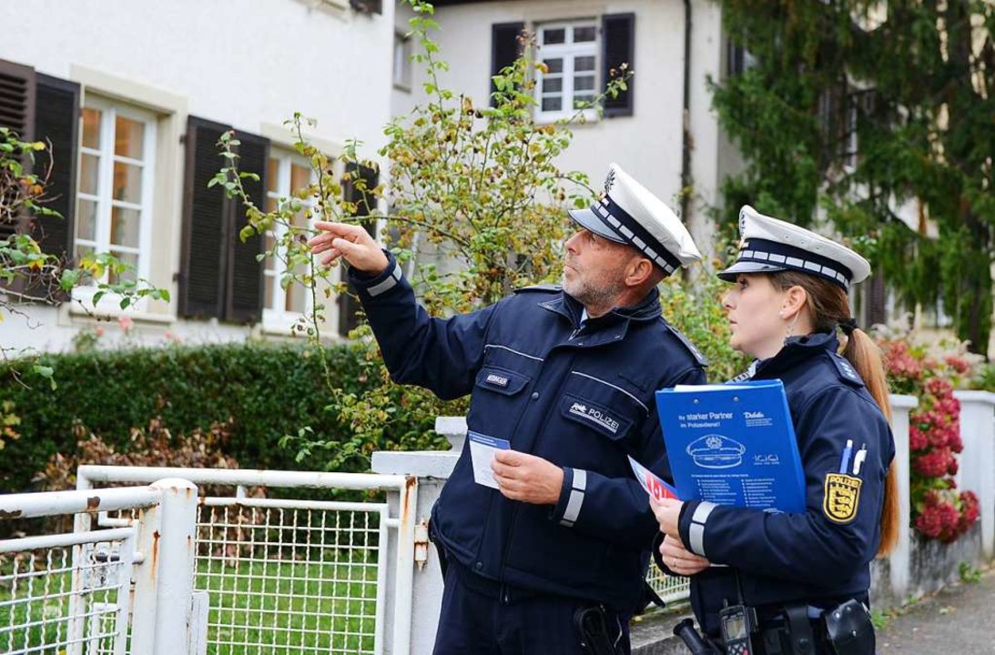Auch durch Präsenz will die Polizei de...nger und Céline Ianutolo auf Streife.   | Foto: Archivbild: Rita Eggstein
