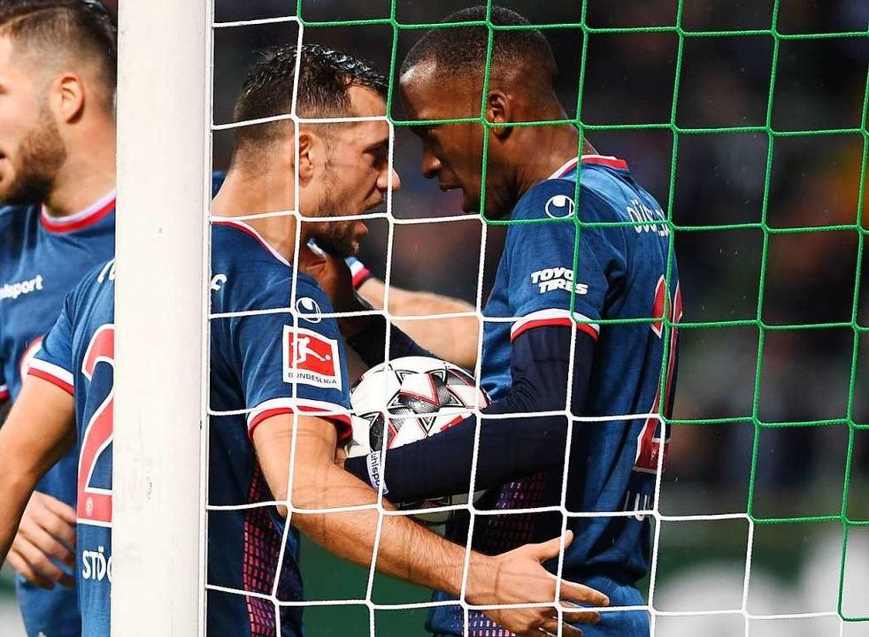 Traf drei Mal gegen die Bayern, ist ab...cht ganz pflegeleicht: Dodi Lukebakio.    Foto: dpa