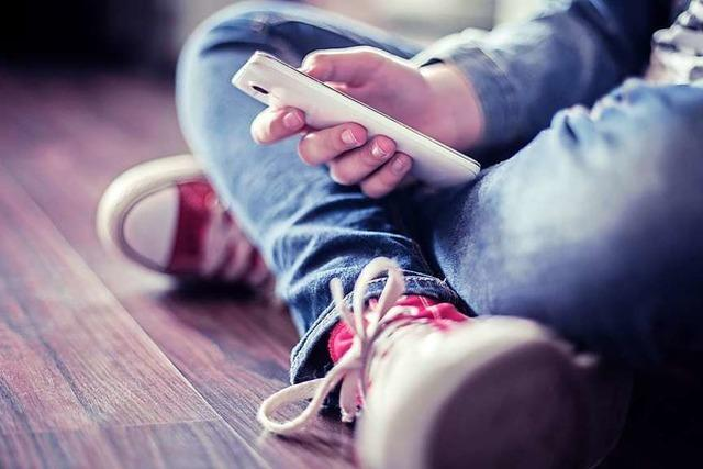 Smartphones und Schüler: Was Eltern und Lehrer wissen sollten