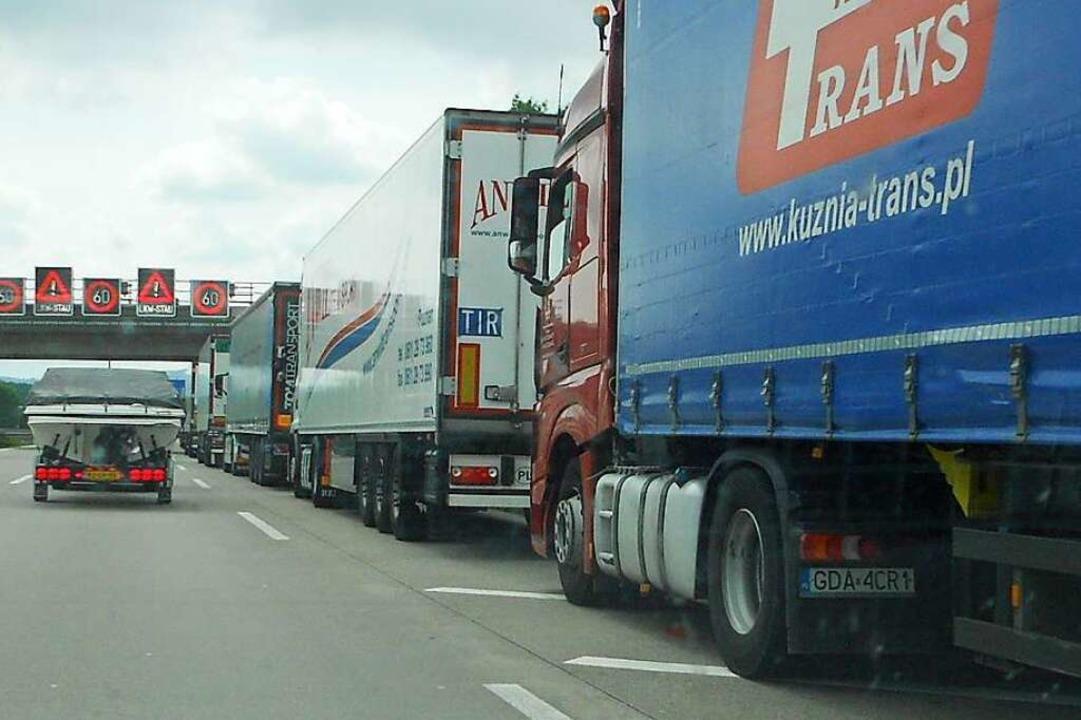 Am Ende des Lkw-Staus auf der A5 bei W...ödlichen Unfall gekommen (Symbolbild).  | Foto: Victoria Langelott