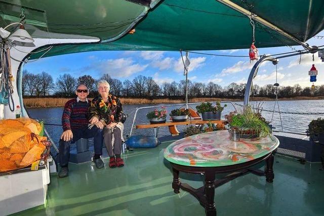 Holländisches Ehepaar hängt mit Schiff seit dem Sommer auf der Oder fest