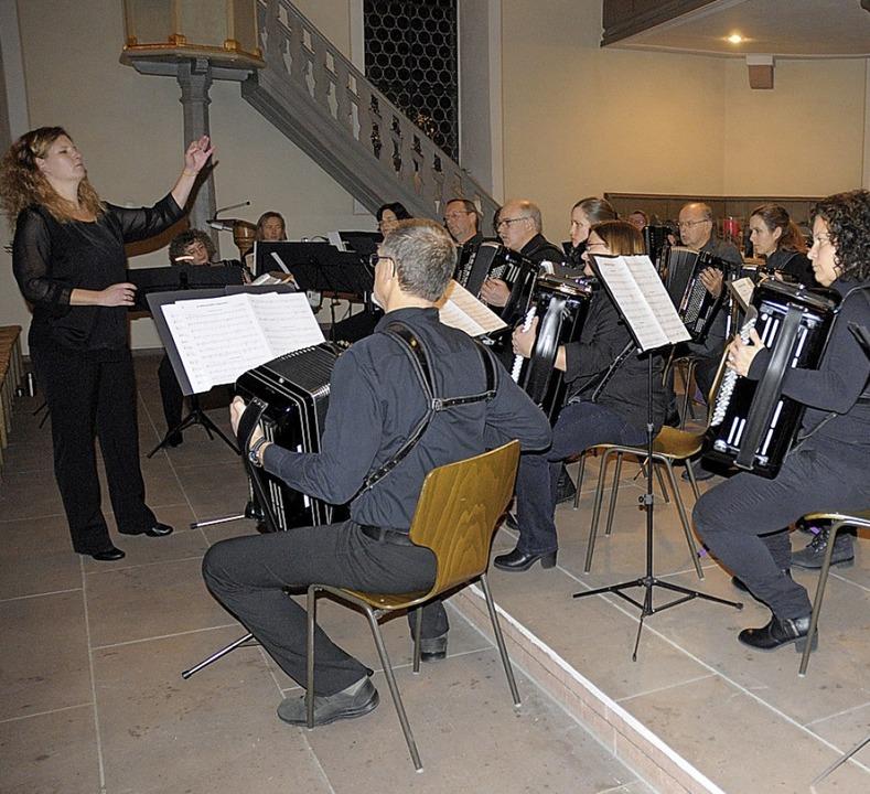 Das Akkordeonorchester spielte unter d...e Altweil ein anspruchsvolles Konzert.    Foto: Ounas-Kräusel