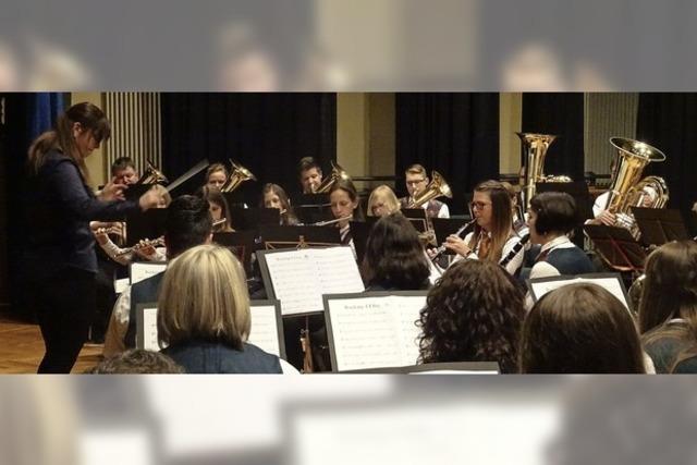 Heiße Rhythmen der Stadtmusik Weil am Rhein im kalten Dezember