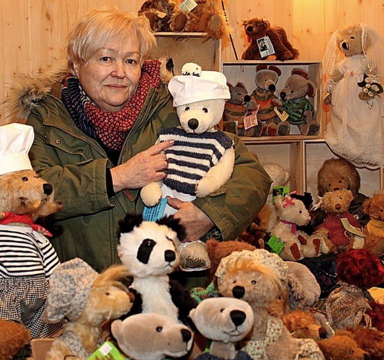 Marlies Bayha war mit Bären dabei, mitunter Promis nachempfunden.  | Foto: Reinhard Cremer