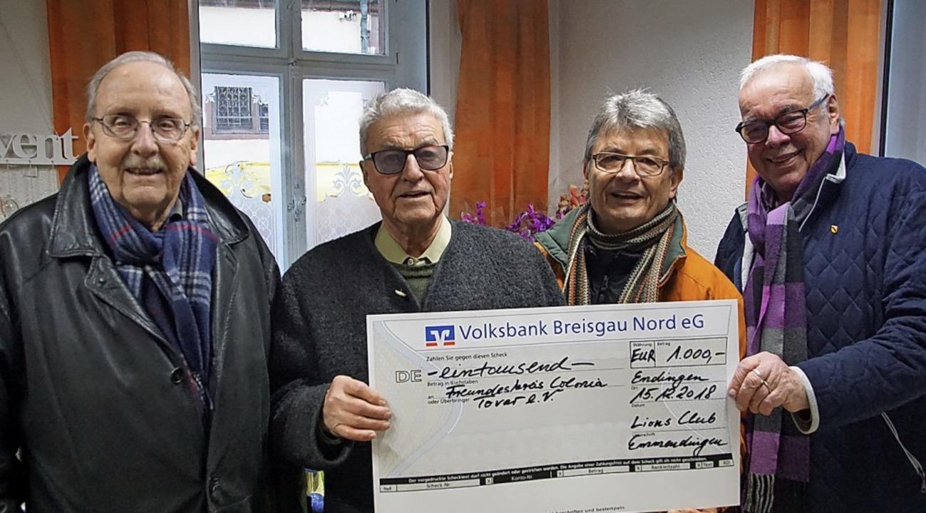 Der Lions-Club hat 1000 Euro an den Fr...Schött, Bernd Meyer und Werner Fross.   | Foto: Ilona Hüge
