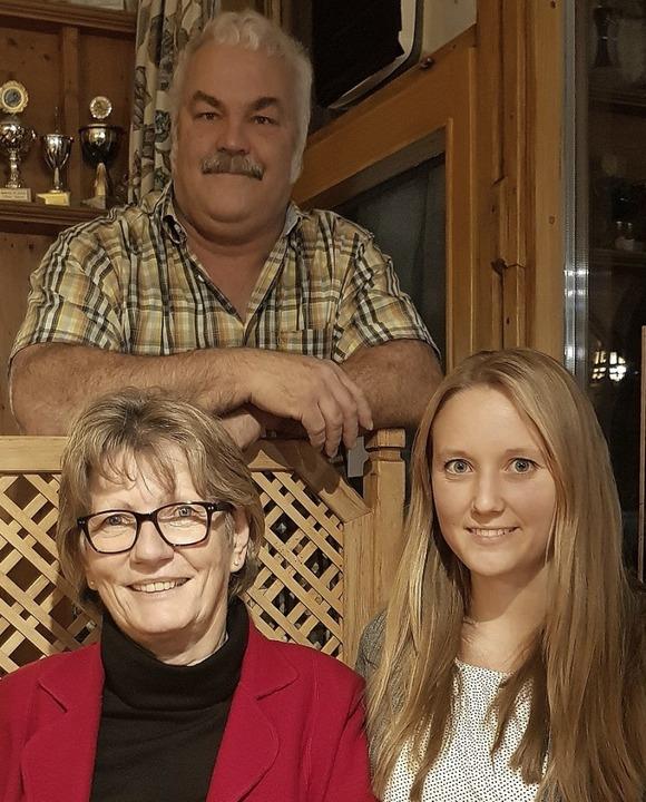 Ernst Kaiser ist seit  50 Jahren im Sk...ks) und Denise Klumpp seit 25 Jahren.   | Foto: Tina Hättich