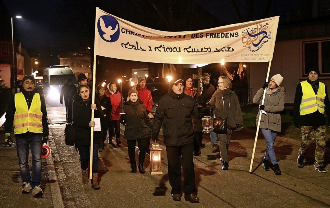 Das Friedenslicht von Bethlehem wurde durch die Lahrer Straßen getragen.     Foto: Wolfgang Künstle