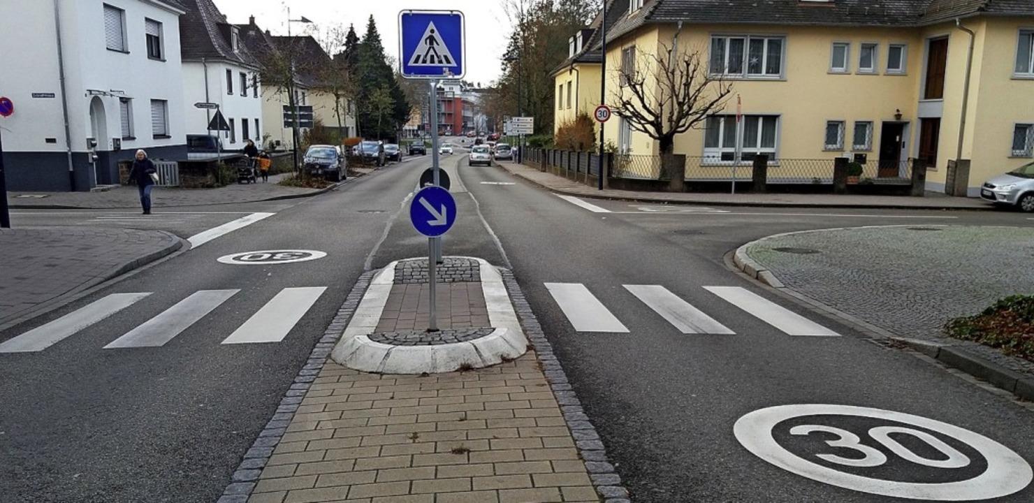Die Stadt hat Markierungen auf der Fahrbahn angebracht.   | Foto: Stadt Lahr